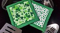 St Patricks clover hotpads